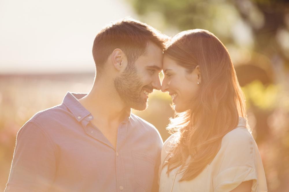 一緒にいると落ち着く心理になるのはなぜ?相手への感情について