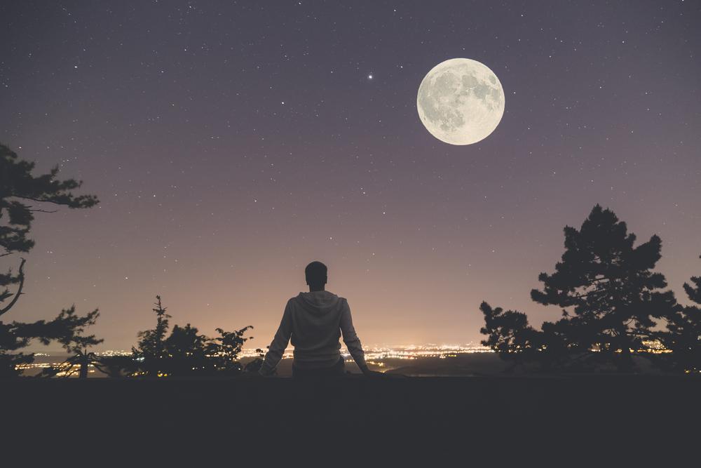 月が好きな心理で分かる人柄や性格とは