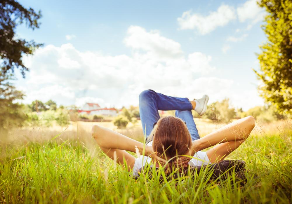 空を見上げる心理になるのはどんな時?今後の行動の仕方について