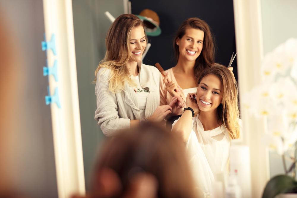髪を切る心理・女性の大胆な行為には意味がある!