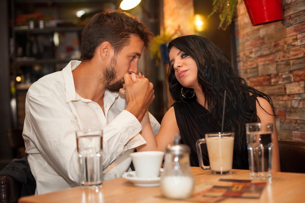 飲みに誘う心理・遊び相手にならないための付き合い方のコツ
